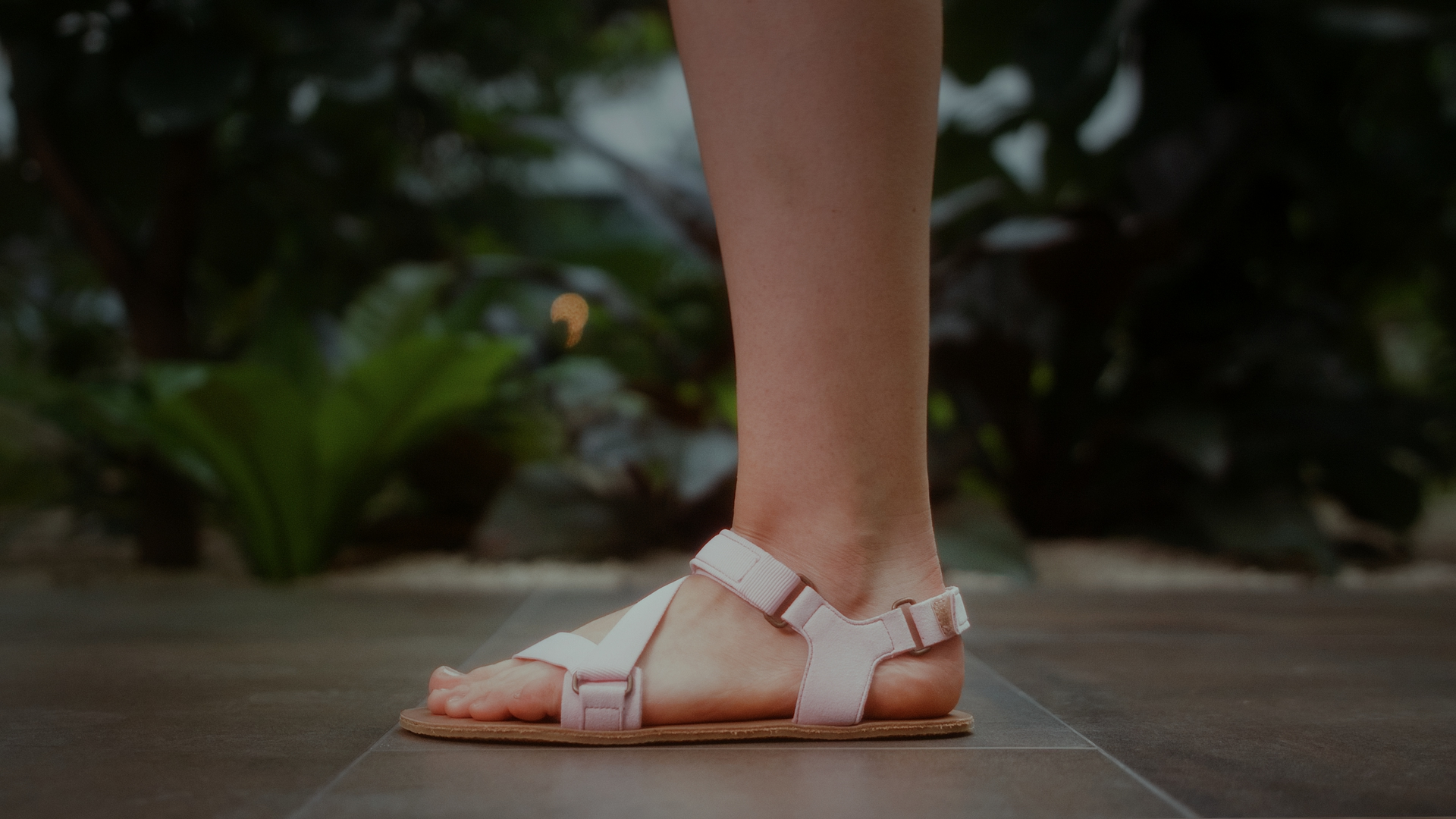 Experience the barefoot comfort - Switch to Be Lenka barefoot.